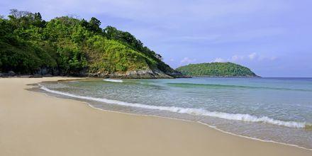 Nai Harn Beach på Phuket i Thailand.