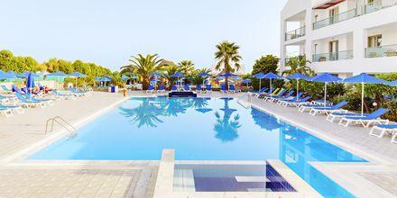 Poolområde på hotell Nana Golden Beach i Hersonissos på Kreta, Grekland.