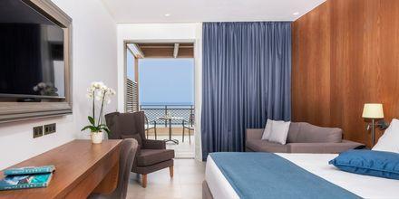 Dubbelrum i bungalow på hotell Nana Golden Beach i Hersonissos på Kreta, Grekland.