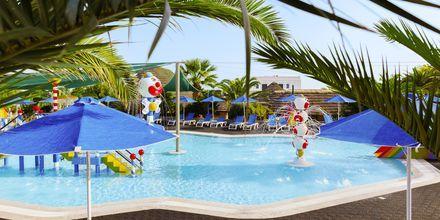 Barnpool på hotell Nana Golden Beach i Hersonissos på Kreta, Grekland.