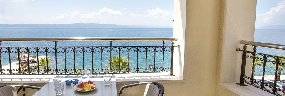 Tvårumslägenhet, översta våningarna på hotell Natalia i Podgora, Kroatien.