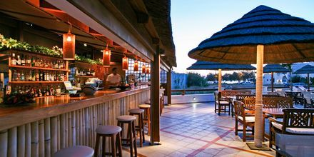 Poolbaren vid Naxos Resort, Grekland.