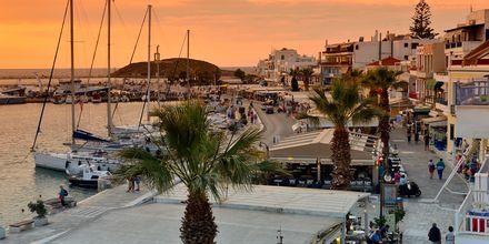 Hamnpromenaden i Naxos stad, Grekland.