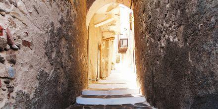 Gränd i Naxos stad, Grekland.