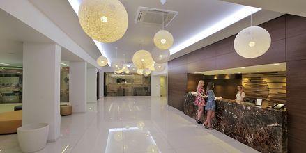 Receptionen på hotell Nelia Beach i Ayia Napa, Cypern.