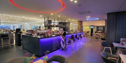 Bar på hotell Nelia Beach i Ayia Napa, Cypern.