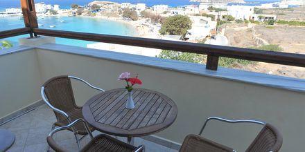 Balkong i enrumslägenhet på Hotell Neraida på Karpathos, Grekland.