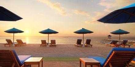 Solnedgång på hotell Nikko Bali Benoa Beach i Tanjung Benoa, Bali.