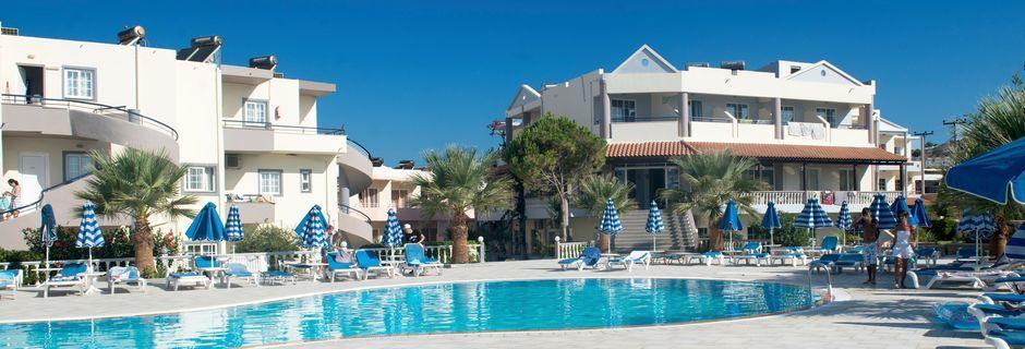 Poolen på Elvita hotell, som delas med hotell Nikolas.