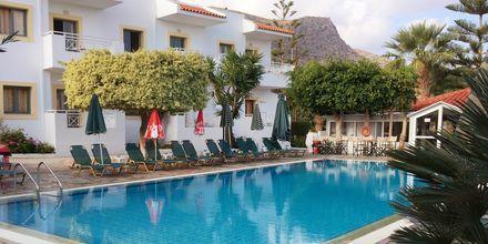 Poolområde på hotell Nikolas Villas vid Hersonissos på Kreta.