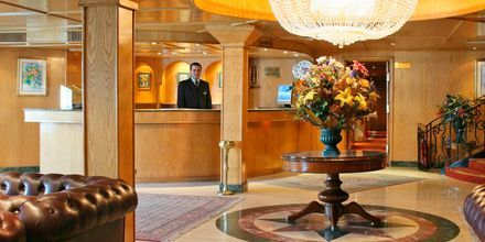 Lobby på en av Spring Tours kryssningsbåtar.