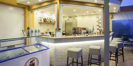 Poolbar på hotell Nontas på Kreta, Grekland