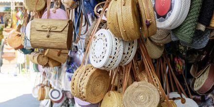Shopping på marknad i Nusa Dua, Bali.
