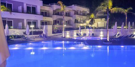 Poolområde på hotell Oceanis Park i Ixia på Rhodos, Grekland.