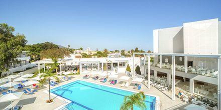 Poolområdet på hotell Oceanis Park i Ixia på Rhodos, Grekland.