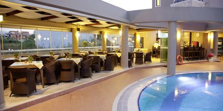 Poolbar på Okeanis Golden Resort, Kreta, Grekland.