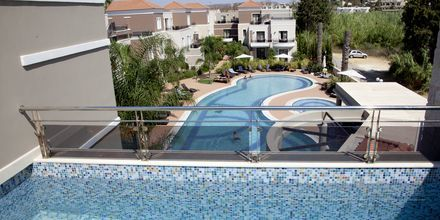 Trerumslägenheter med privat pool på Okeanis Golden Resort i Agii Apostoli på Kreta.