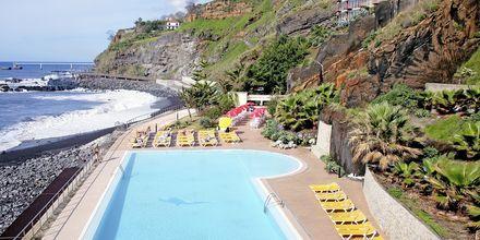 Poolen på hotell Orca Praia i Funchal på Madeira, Portugal.