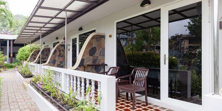 Uteplats på Orchidacea Resort vid Kata Beach, Phuket, Thailand.