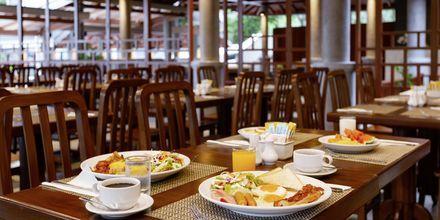 Frukostservering på Orchidacea Resort vid Kata Beach, Phuket, Thailand.