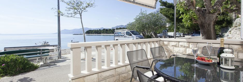 Tvårumslägenhet på hotell Orka i Promajna, Kroatien.