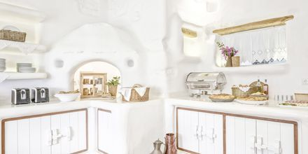 Frukostservering på hotell Orkos Beach, Naxos.