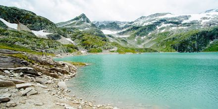 Glaciärsjö i Alperna, Österrike.