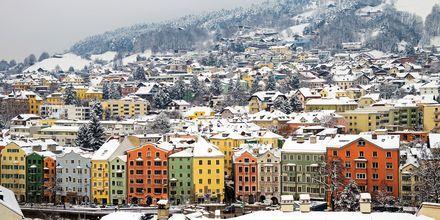 Härligt vinterlandskap i Innsbruck, Österrike.