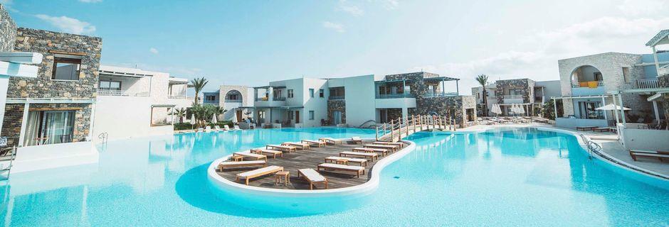 Poolområdet på hotell Ostria Resort & Spa i Koutsounaris på Kreta, Grekland.