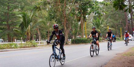 Låna cyklar på Pakasai Resort i Ao Nang, Thailand.