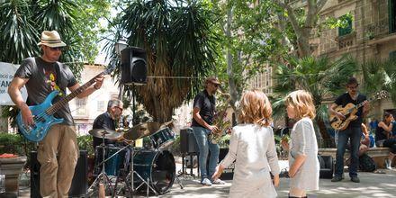 Liv och rörelse är alltid ett faktum på Palmas gator.