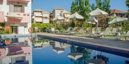 Poolområdet på hotell Palmyra på Lefkas, Grekland.