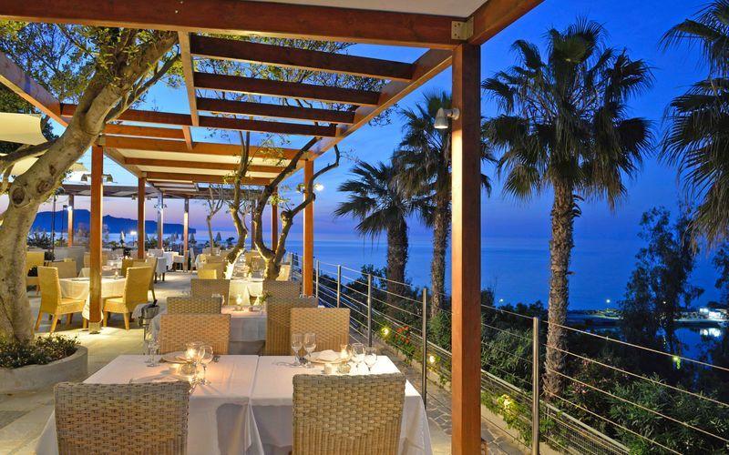 Restaurant på hotell Panorama i Kato Stalos på Kreta, Grekland.