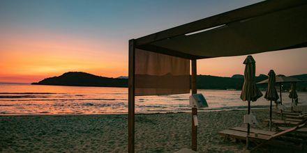 Stranden vid hotell Paradise Ammoudia i Grekland.