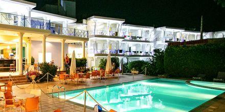 Poolen på hotell Paradise Ammoudia i Grekland
