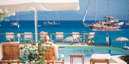 Poolområdet Omega på hotell Parga Beach, Grekland.