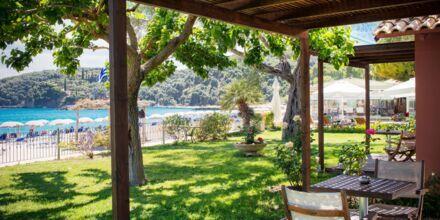Terrass till deluxerum på hotell Parga Beach, Grekland.
