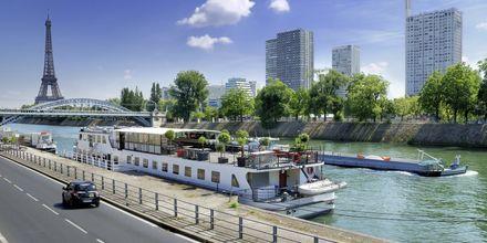 Båttur på floden Seine i Paris.