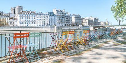Uteservering vid floden Seine i Paris.