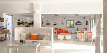 Lobby på hotell Paros Bay på Paros i Grekland.
