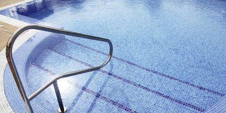 Poolområde på hotell Parque de las Americas på Teneriffa.