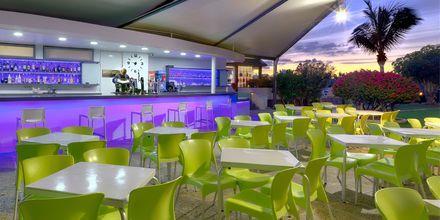 Poolbaren på hotell Parque La Paz i Playa de las Americas på Teneriffa.