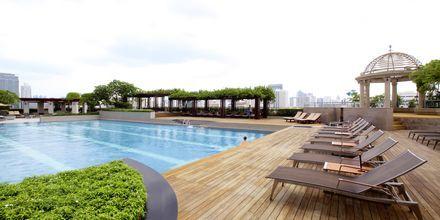 Poolområde på hotell Pathumwan Princess i Bangkok Thailand.