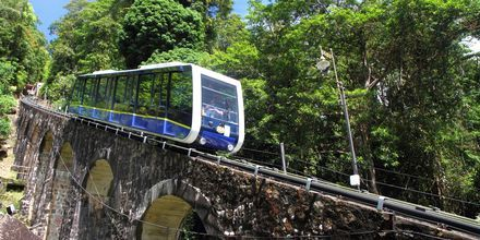 Världens brantaste linbana på väg till Penang Hill.