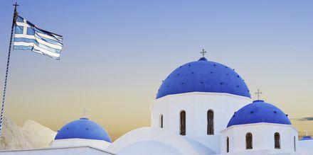 Kyrka i Perissa/Perivolos på Santorini, Grekland.