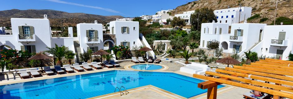 Poolområde på hotell Yialos, som gäster på Petros Place har tillgång till.