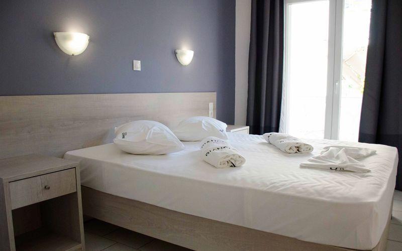 Enrumslägenhet på hotell Piccolo Bianco i Parga, Grekland.