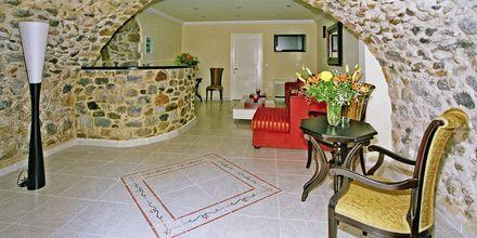 Reception på hotell Pierides i Kardamili, Grekland.