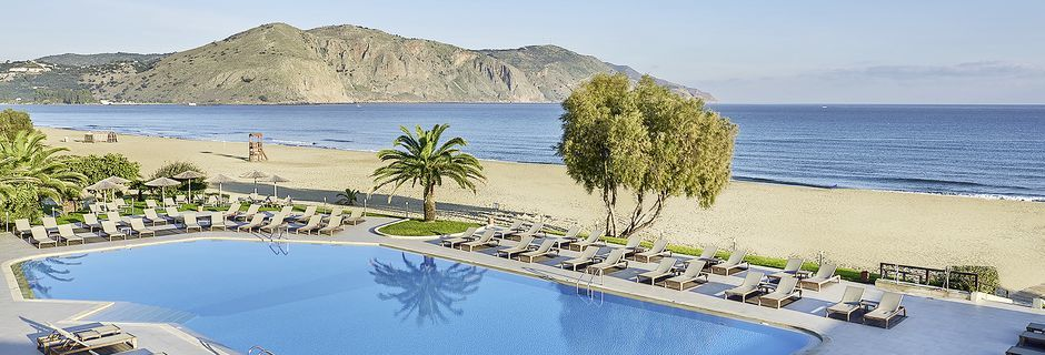 Poolområdet på hotell Pilot Beach i Georgioupolis på Kreta, Grekland.