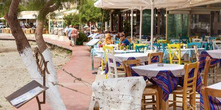 I Plakias finns många restauranger att slå sig ned vid för en bit mat.